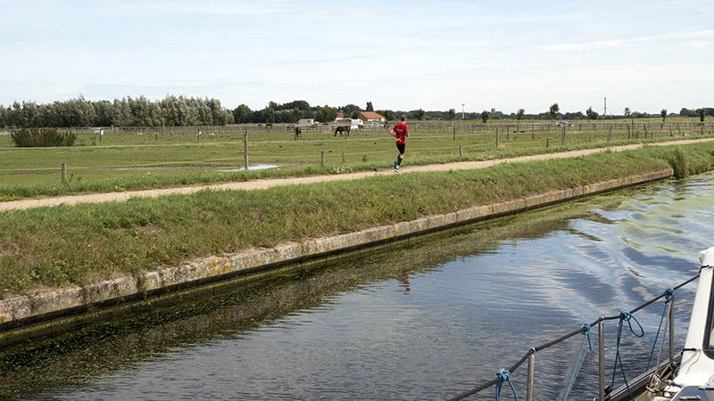 Adinkerke to Dunkerque: Belgium into France